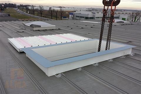 Projekt, wykonanie i montaż włazu serwisowego w poszyciu dachu hali przemysłowej